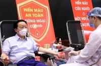 Bộ trưởng Trần Hồng Hà tham gia hiến máu hưởng ứng lời kêu gọi của Tổng Bí thư, Chủ tịch nước Nguyễn Phú Trọng