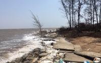 Ảnh minh họa: Sạt lở bờ biển tại xã Thạnh Hải, huyện Thạnh Phú, tỉnh Bến Tre.