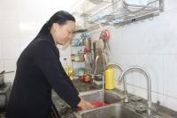Người dân vui mừng khi được sử dụng nước sạch