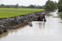 Nạo vét kênh mương nội đồng để chủ động ngăn mặn, trữ ngọt tại huyện Vị Thủy, tỉnh Hậu Giang. Ảnh: Duy Khương – TTXVN