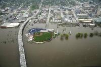 Trung tâm thành phố Davenport, Iowa ngập lụt vào ngày 1/5/2019. Trước đó, một bức tường lũ đã vỡ vào ngày 30/4 đẩy nước cao gần đến mức kỷ lục mà không có cảnh báo