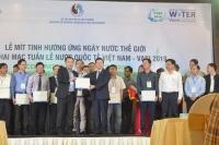 Bộ trưởng Bộ Tài nguyên và Môi trường Trần Hồng Hà bàn giao sản phẩm tài nguyên nước trong đó có bộ bản đồ tài nguyên nước dưới đất 1/200000 cho tỉnh Hưng Yên