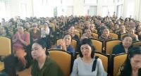 Hội trường Thị trấn Trường Sơn chật kín người đến tham dự buổi tuyên truyền.