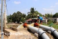 Trạm bơm Bến Thuyền (xã Phú Bình, H.Tân Phú) phục vụ tăng cường cho cánh đồng Năm Sao bị thiếu nước. Ảnh: Ngọc Liên